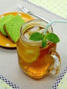 Słoiczek z miętową herbatą